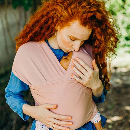 4ème trimestre de grossesse, le portage une pratique douce