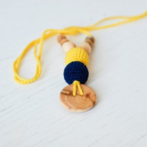 The Best Babywearing Necklace by KangarooCare yellow & navy blue