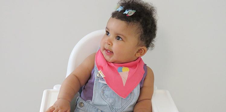 Bavoir bandana Funky Giraffe, l'accessoire pratique et tendance pour mon bébé baveur