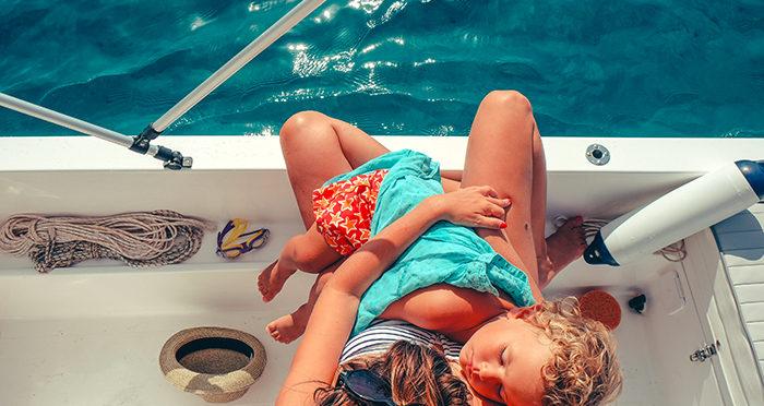 Saison estivale et bébé : 4 astuces pour le garder au frais