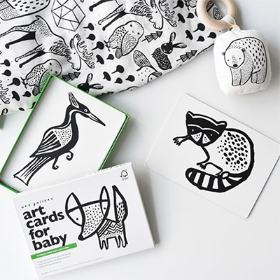 Cartes artistiques pour bébé Wee gallery qui favorisent la créativité et le développement