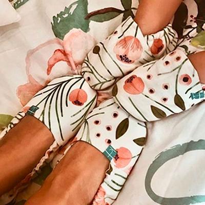 habiller les pieds de bébé en hiver avec les chaussons titot
