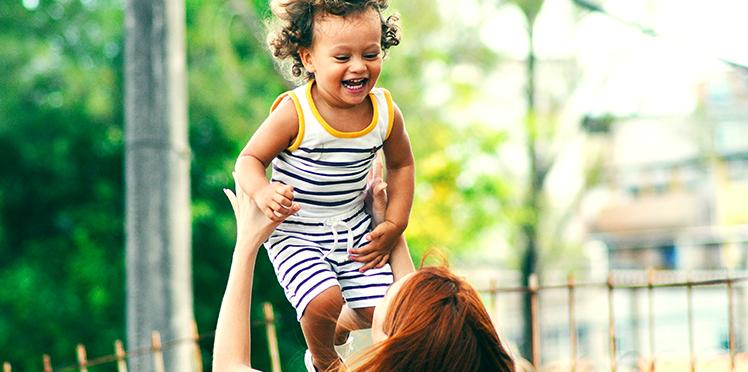 éducation bienveillante mère et enfant