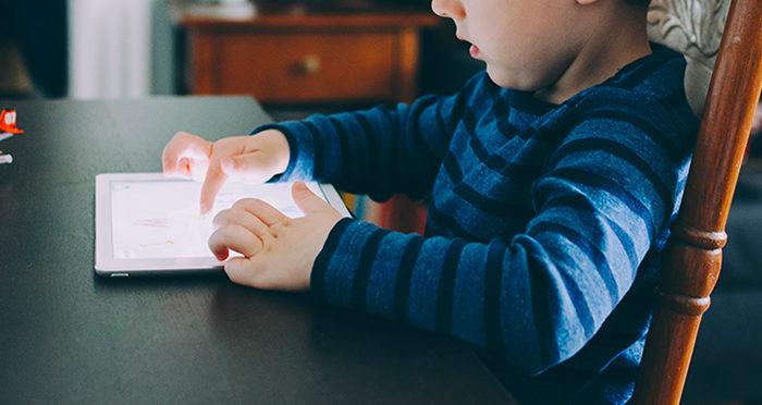 Comment éloigner mon enfant des écrans ?
