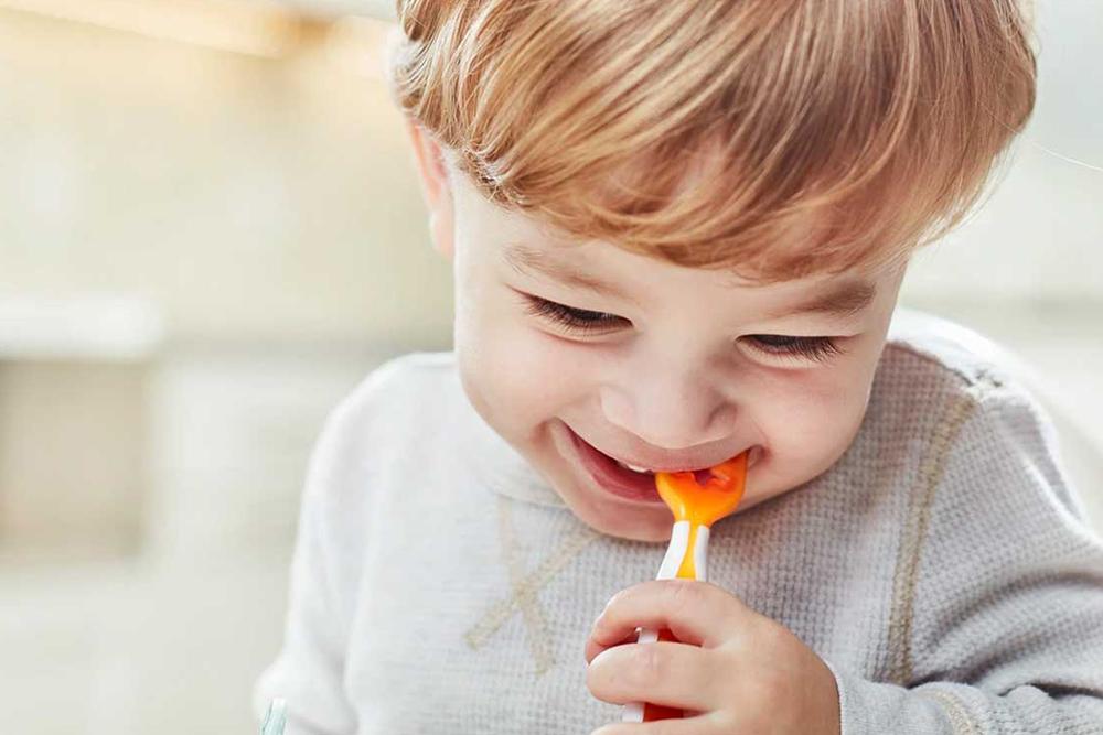 Choix du matériel adapté au repas de bébé : conseils d'une experte